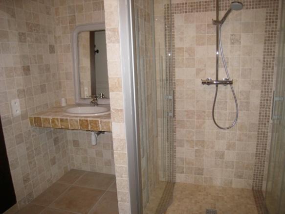 Chambre d'hôtes avec douche à l'italienne. Près de Paimboeuf.